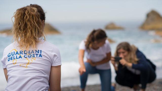 """Das größte Bürger-Küstenschutzprojekt Italiens startet wieder: Die """"Guardiani della Costa"""" erfassen Abfall von COVID19 Masken"""