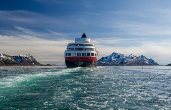 Read more about the article Hurtigruten: Neue Podcast-Folge: Von den härtesten Schlittenhunderennen der Welt, dem Polarheld Otto Sverdrup und dem Leben in Norwegen