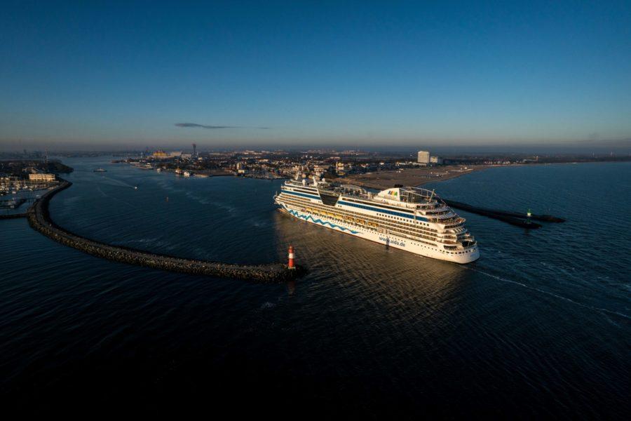Read more about the article AIDAdiva freut sich auf erste Gäste: Ab 16. Oktober starten Kurzreisen ab Warnemünde / Winter in der Karibik