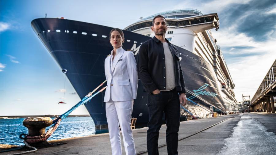 """Read more about the article An Bord der Mein Schiff 3: Drehstart für RTL+-Medical-Drama """"Der Schiffsarzt"""" Blaues Meer, medizinische Notfälle & ein scheinbar unlösbares Rätsel"""